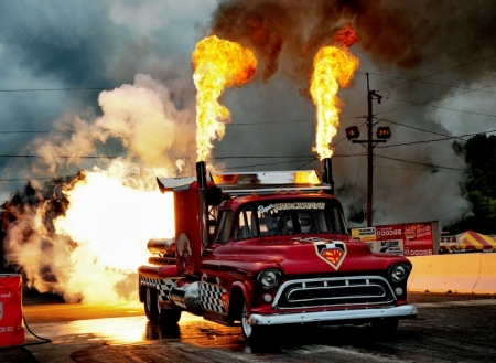 Jets, Funny Cars and more invade Yellowstone Dragstrip June 29 for debut of Thunder Jam